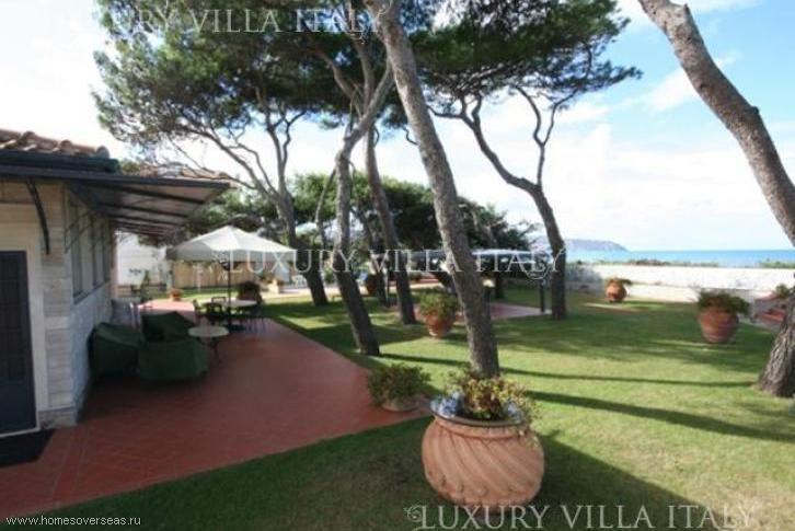 Buy a house in Monte Argentario cheap on the beach
