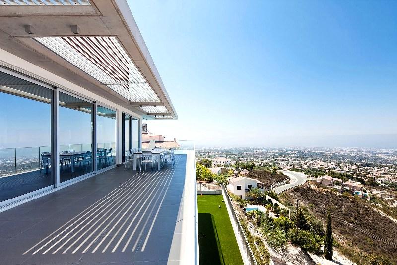 Великолепный климат Кипра и большой выбор недвижимости привлекают множество иностранцев