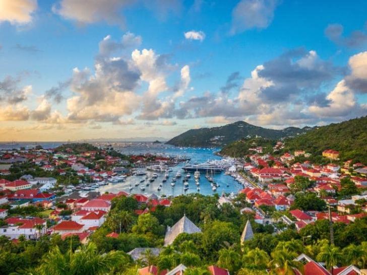 Получение ВНЖ на Карибах
